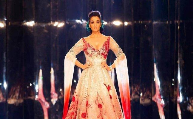 Aishwarya Rai walks down the ramp like a QUEEN