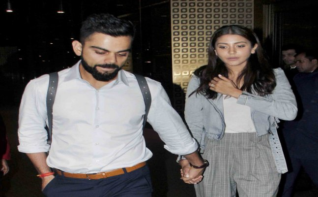 WATCH: Anushka-Virat arrive in Mumbai airport hand-in-hand