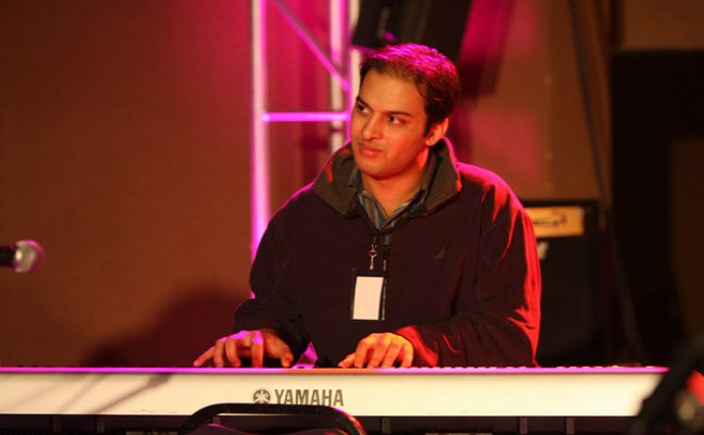 Pianist Karan Joseph commits suicide by jumping off from a building in Bandra