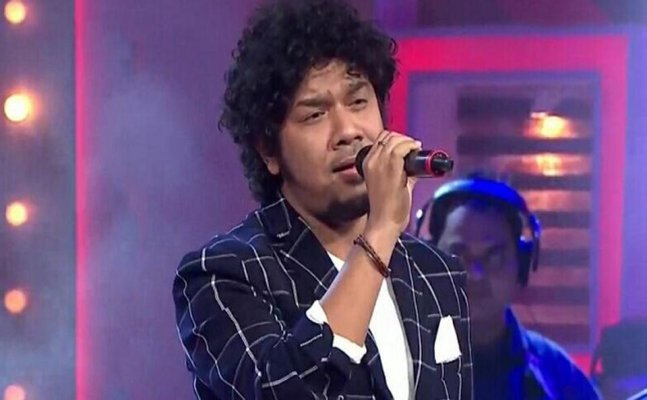 FIR against singer Papon for KISSING a minor in Voice India Kids 2