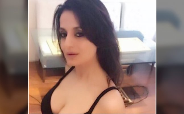 HOTNESS ALERT! Ameesha Patel flaunts her CLEAVAGE in latest pics