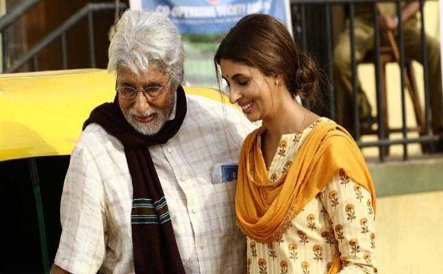 Kalyan Jewellers withdraws Big B and Shweta's ad, apologises to banking community