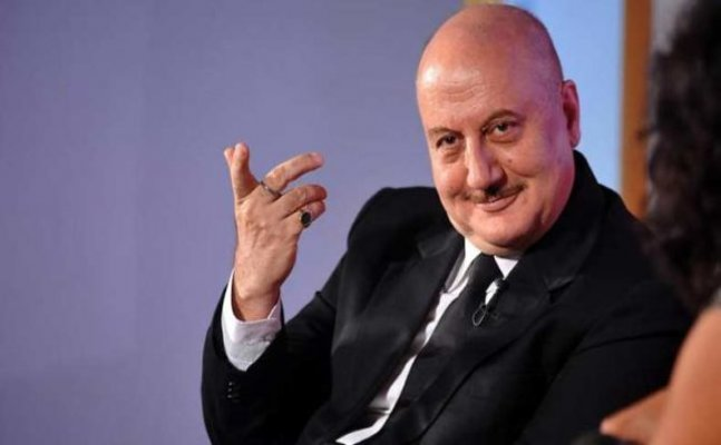 Anupam Kher travels in metro and makes this mistake!
