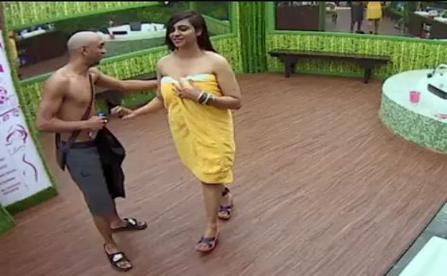 Evicted contestant Akash Dadlani: Arshi is hot but nothing more than friendship