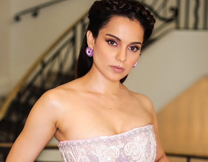 Kangana says she's got secret calls from Akshay and others, praising Thalaivi, slams 'Movie Mafia terror'