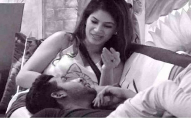 BB 11: Puneesh Sharma SMOOCHES Bandgi again