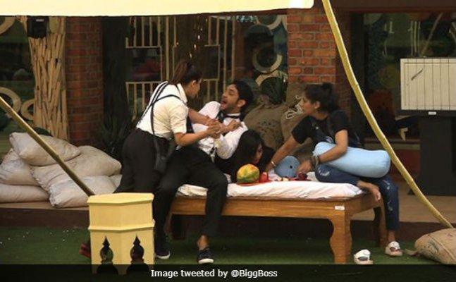 BB 11 preview Nov 1: Shilpa-Vikas fight, Akash raps Dhinchak style