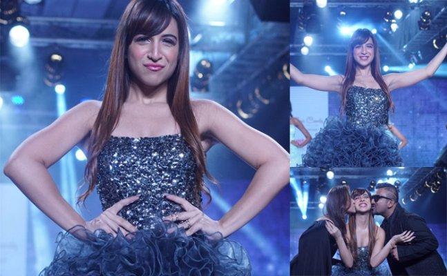 Benafsha gets trolled for ramp walk, Hina Khan consoles