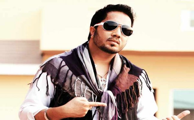 Mika Singh files a complaint of theft worth Rs 3 Lakh