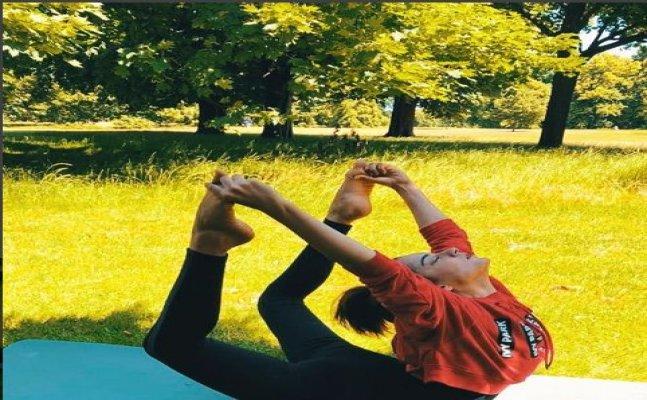 2018 International Yoga Day: Kangana Ranaut performs 'chakrasan'