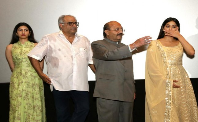 Janhvi and Boney Kapoor get emotional for Sridevi at Mr. India screening