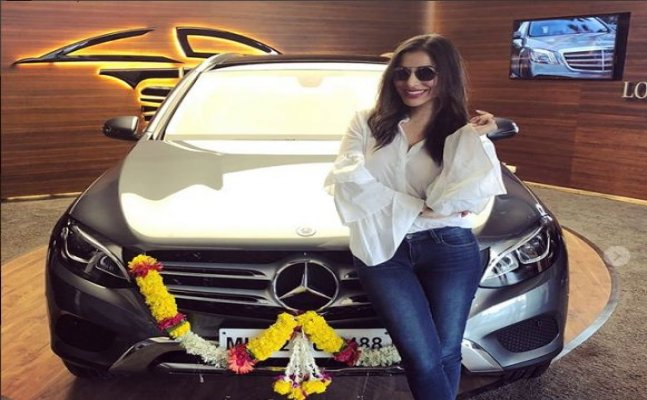 Sophie Choudry is now a proud owner of Mercedes worth 55 lakhs