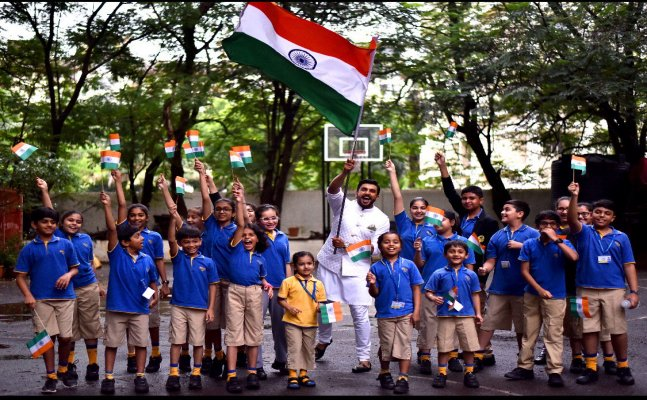 Akshay Kumar, Sonam Kapoor, Ranveer Singh; Celebs post for Independence Day