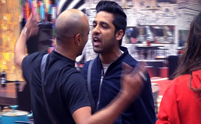 Ew! Did Puneesh SPIT on Akash during task?