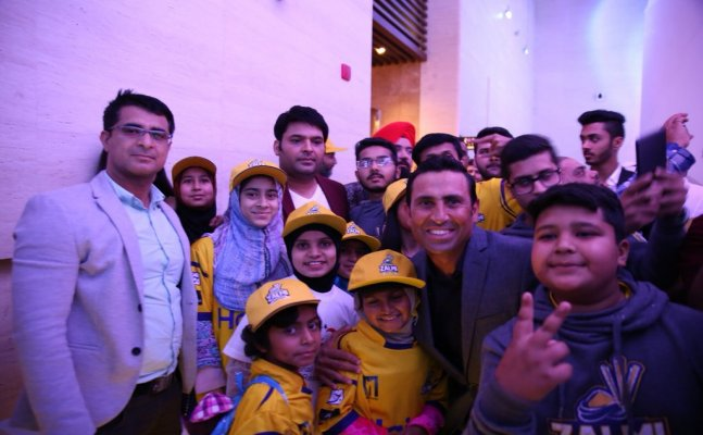 Kapil Sharma promotes Pakistani cricketers in Dubai!