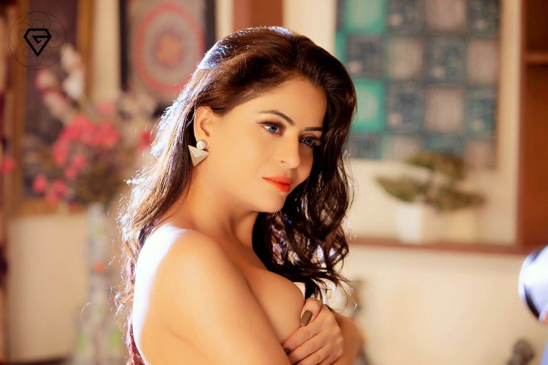 TV actress Gehana Vasisth grooves to show her ample highlight