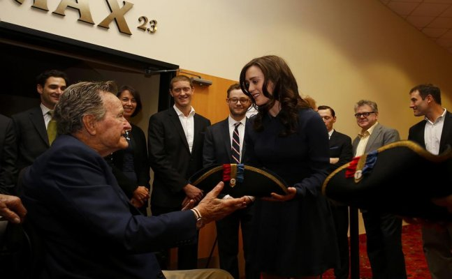 George H.W. Bush offers apology to Heather Lind for groping her