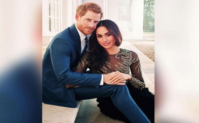 Prince Harry and Meghan Markel's engagement pics are OUT!