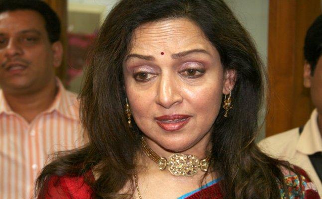 Hema Malini gets ANGRY at Atal Bihari Vajpayee's funeral