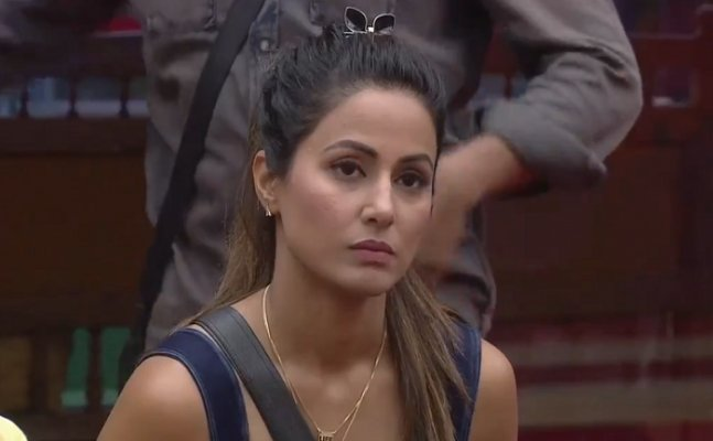 BB 11: Hina discussed about Arshi's BRA gets exposed!