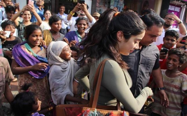 Janhvi Kapoor mobbed by fans in Mumbai, Khushi enjoys in Goa with friends