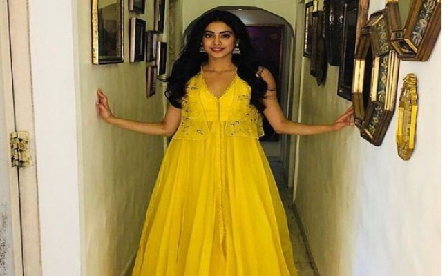 Janhvi Kapoor knows exactly how to carry yellow