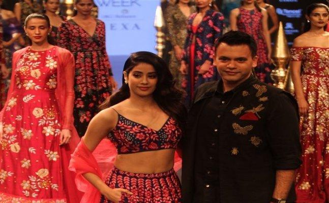 Janhvi Kapoor makes a debut on ramp at LFW 2018