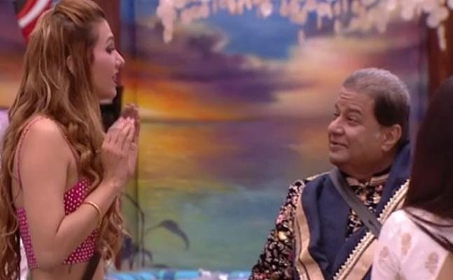 Bigg Boss 12: Anup Jalota's girlfriend Jasleen Matharu refuses to share bed with him