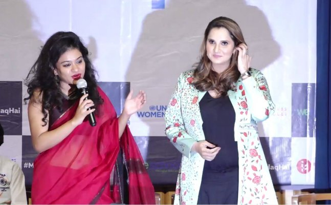 Mommy-to-be Sania Mirza flaunts her baby bump