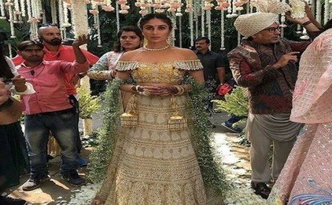 Kareena Kapoor's 'Veere Di Wedding' lehenga is 25 years old!