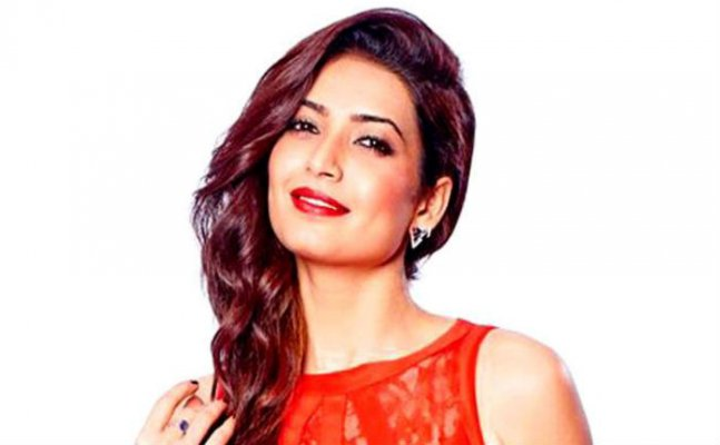 Ex- Bigg Boss contestant Karishma Tanna accused of cheating and blackmailing