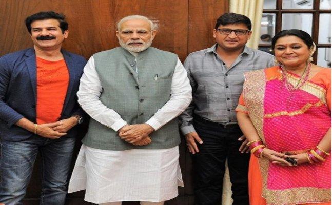 PM Modi meets 'Khichdi' cast and crew