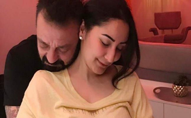 Maanayata Dutt sings 'Kya Yahi Pyar Hai' for Sanjay Dutt