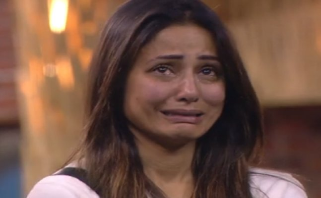 Bigg Boss 11 update: Hina Khan cries in the pool