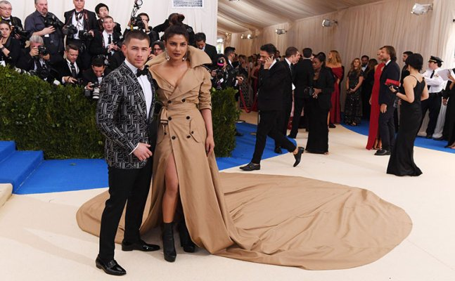 Priyanka Chopra arrives as Nick Jonas's date at former's family wedding