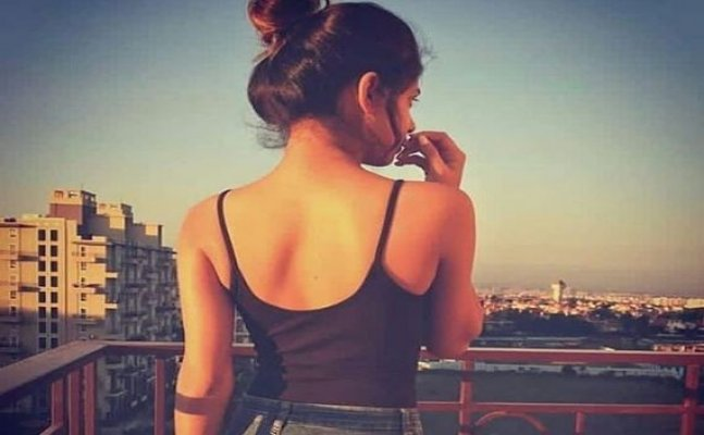 Suhana Khan's sun-kissed pic from London goes viral