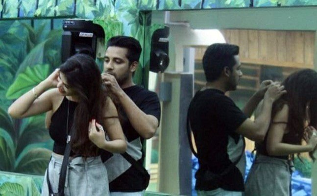 Bigg Boss 11 Ep 26: Puneesh-Bandagi caught DIRTY TALKING