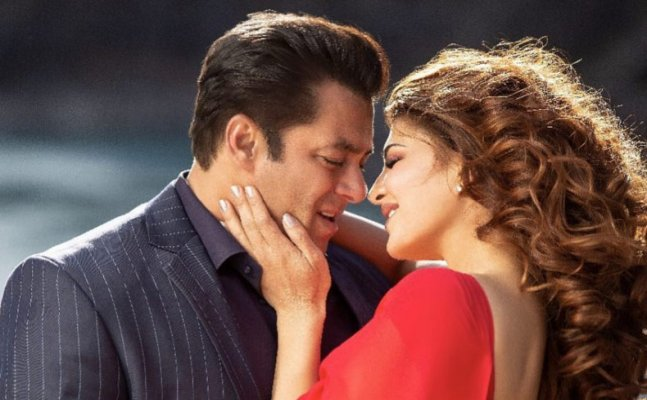 WATCH: Jacqueline romances Salman and Bobby Deol in 'Race 3' song 'Selfish'