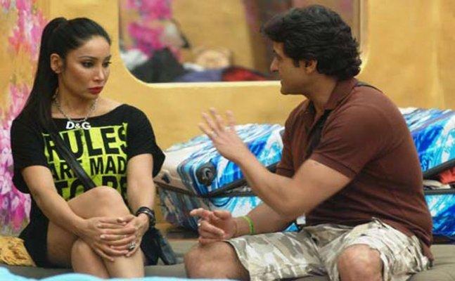 Armaan Kohli's co-contestant Sofia Hayat shares video against him