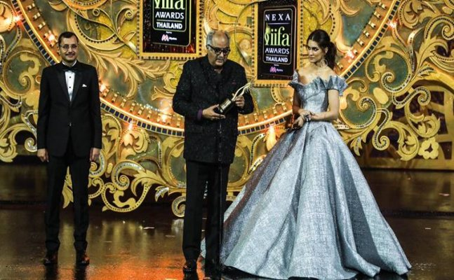 IIFA 2018: Sridevi awarded best actress for 'MOM'; complete list of winners