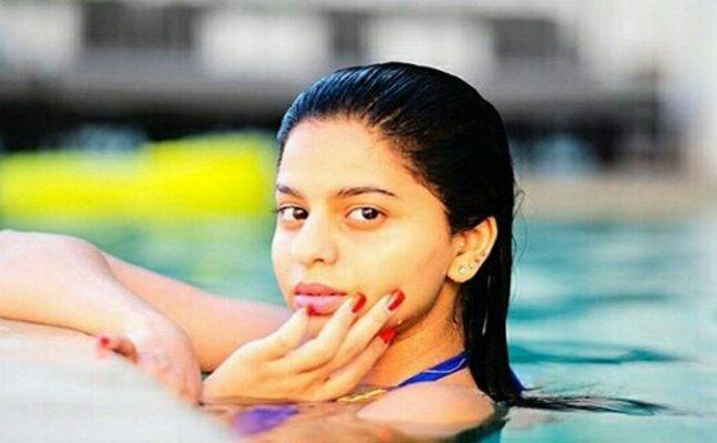 Suhana Khan looks sexier as ever in purple swimwear