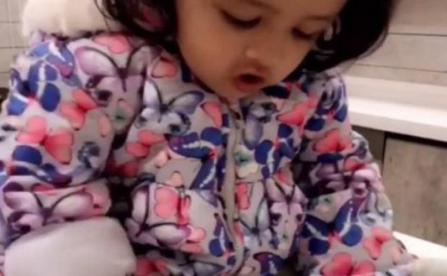 Ziva Dhoni's video making rotis will make you go AWWW!
