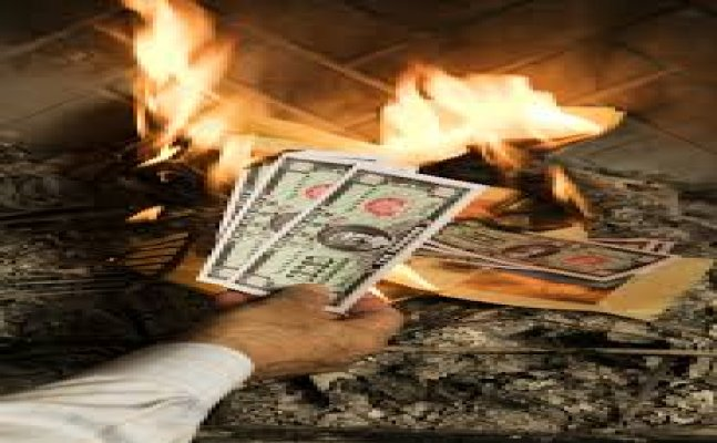 Chinese men burning currency and other weird ways rich flaunt wealth