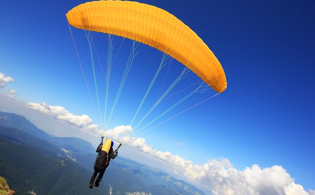 Explore the skies with these paragliding destination in India