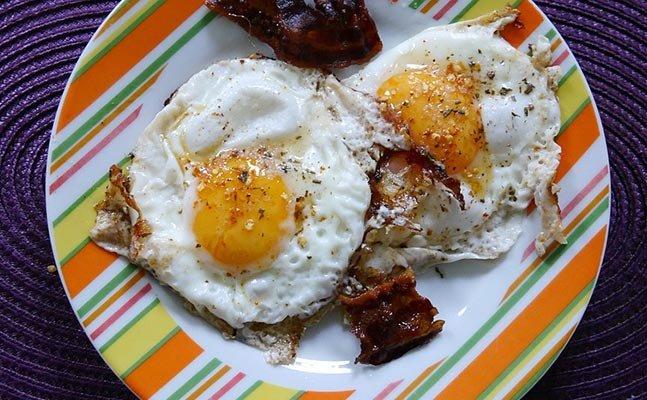 अंडा खाकर करें घर बैठे पेट की चर्बी कम