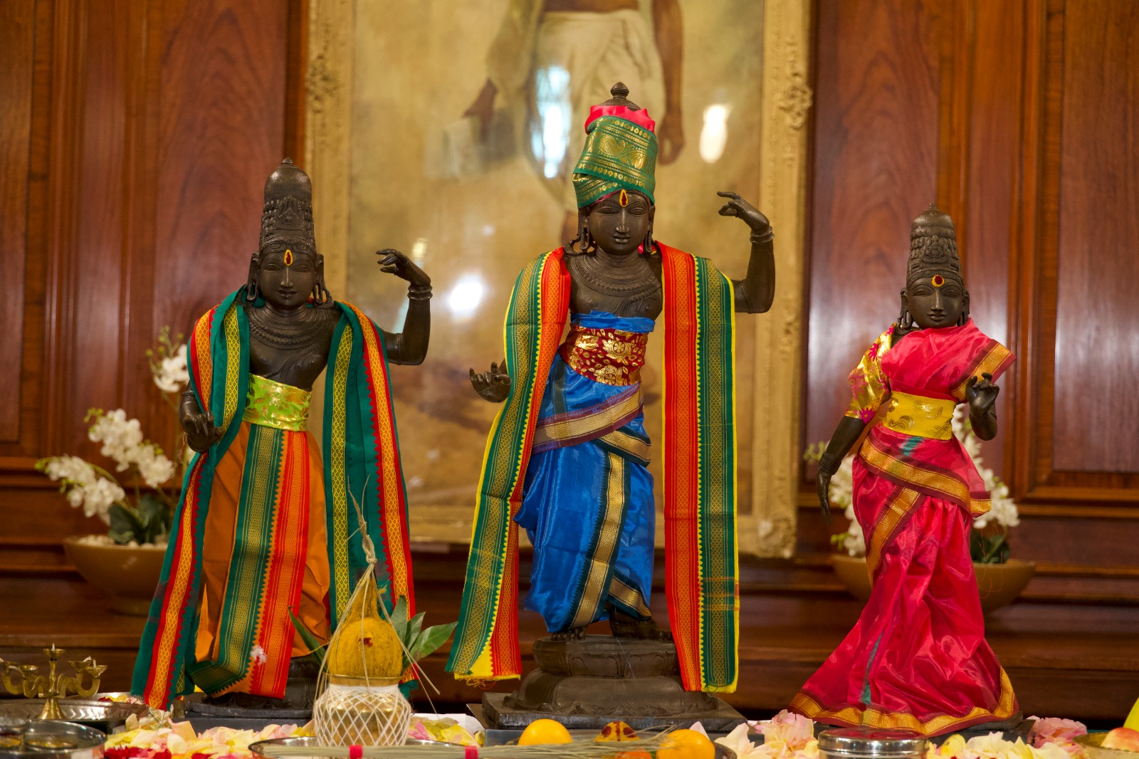 UK hands over 3 stolen idols of a Tamil Nadu temple back to India