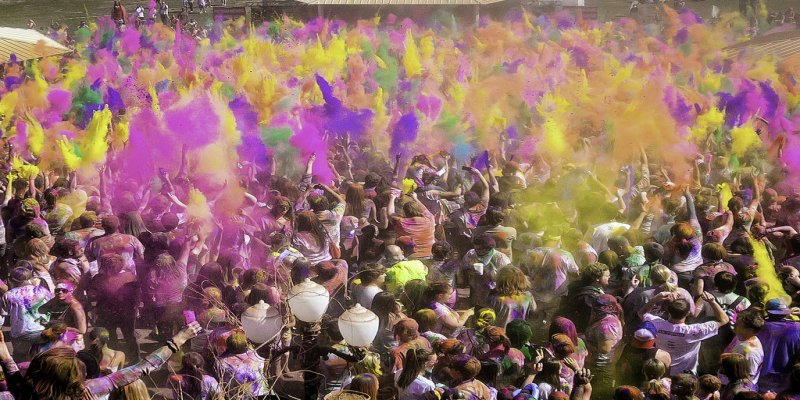 Play it safe this Holi and save your skin from harmful chemicals