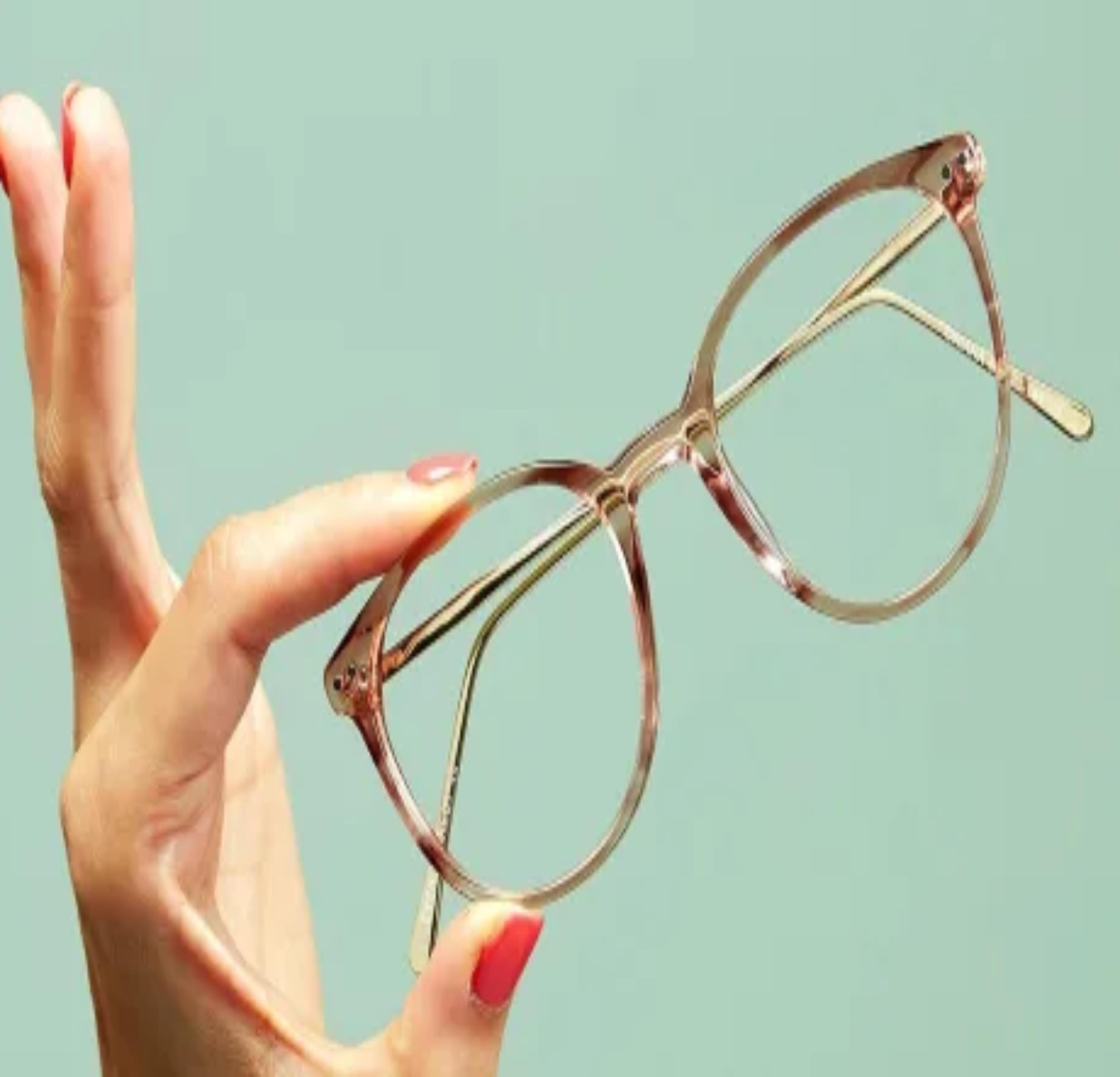 चश्मे पर लगा स्क्रेच  ऐसे दूर करें, फ्रिज में रखें और जादू देखें
