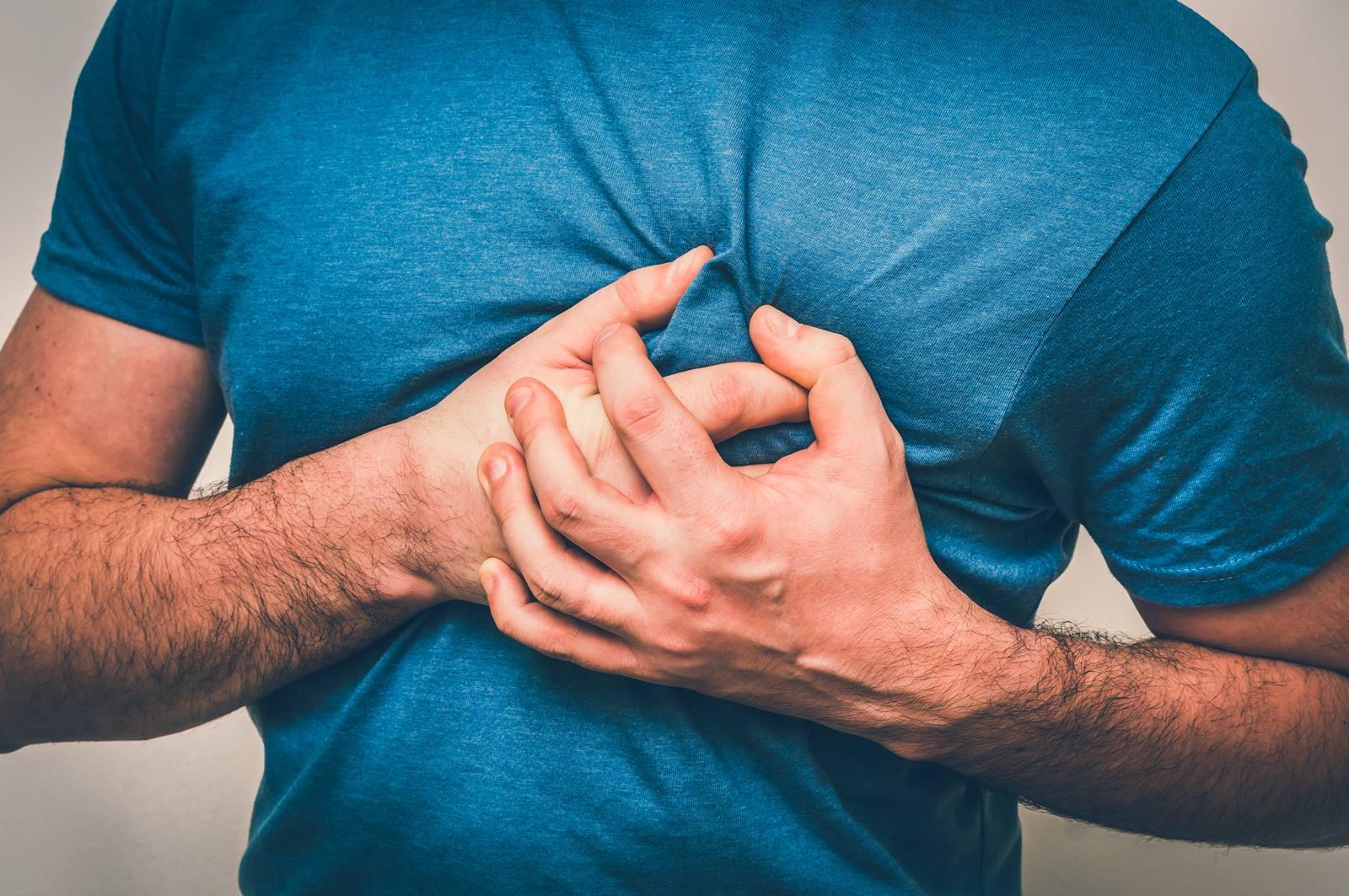 हार्ट अटैक के अलावा ये भी हो सकते हैं सीने में दर्द के कारण