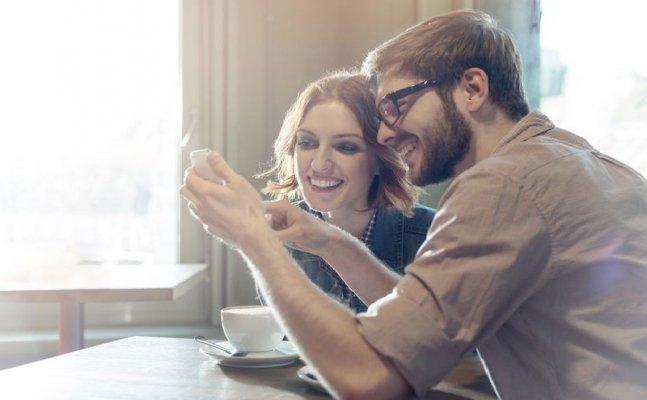 कपल्स में मजाक-मस्ती हैं बेहद जरुरी, नहीं लगती रिश्ते को किसी की नजर